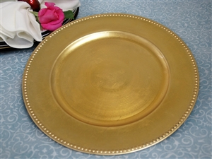Although Considered By Many To An Old Tradition, Using Charger Plates In  Modern Tables Adds Elegance And Glamour To Your Food Bearing Dishes.